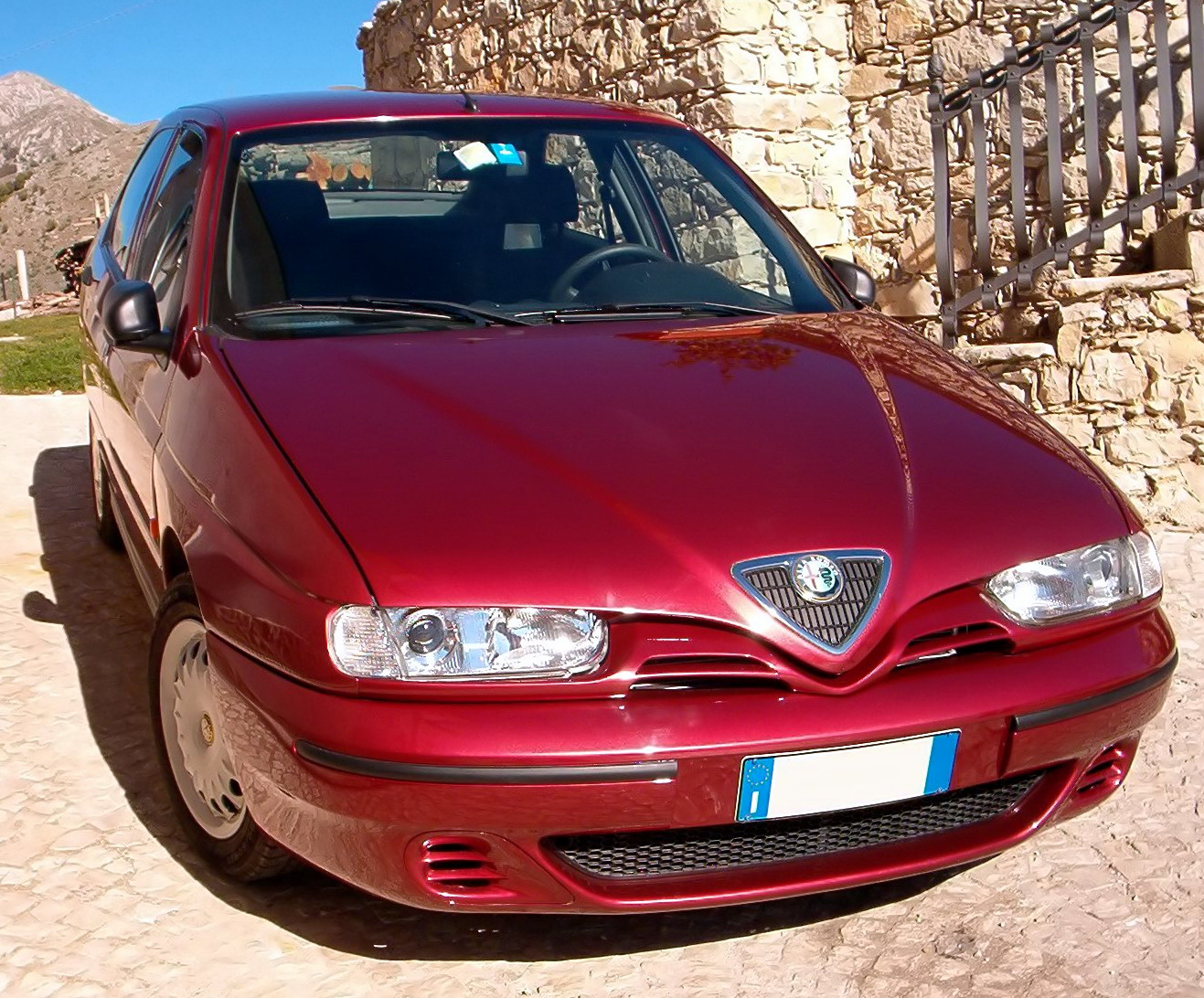 Alfa romeo 146 photo - 1