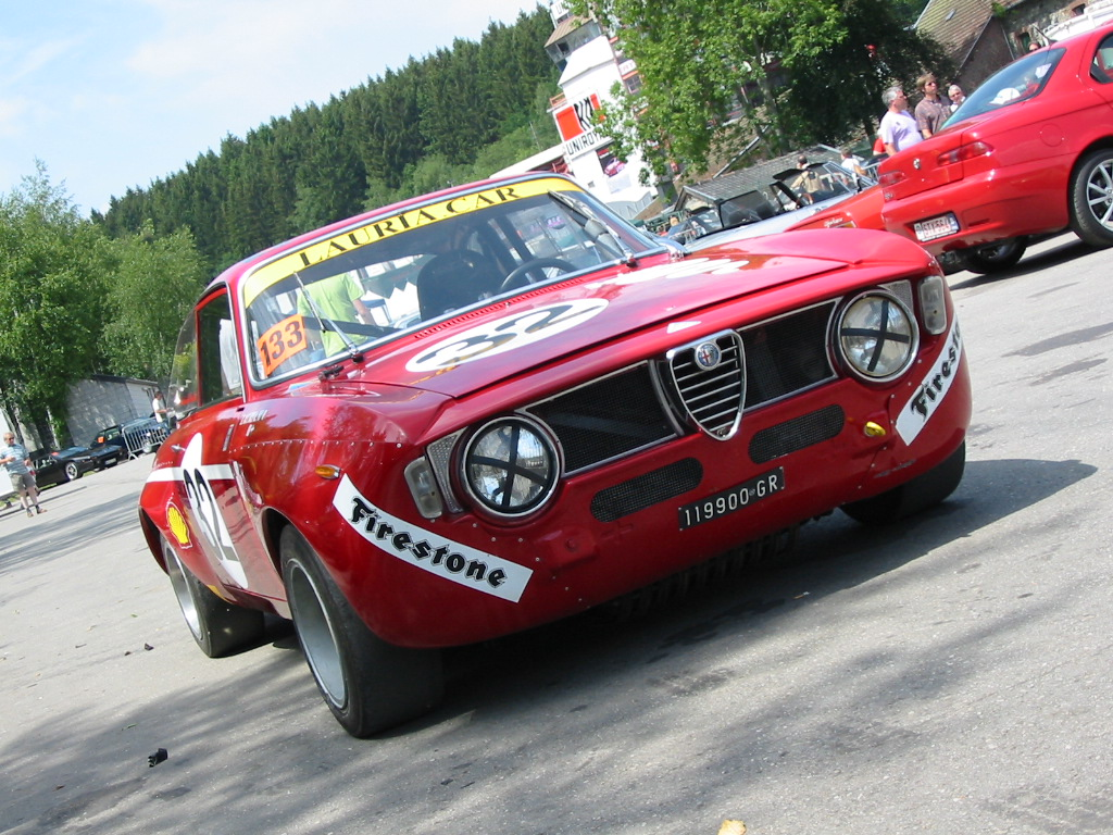 Alfa romeo 2000 photo - 3