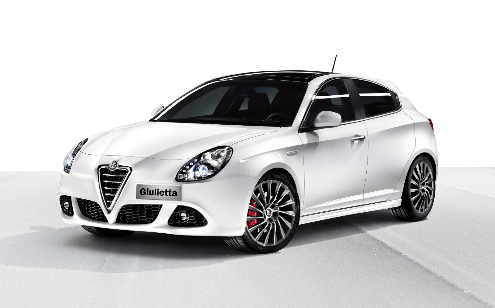 Alfa romeo alfa 6 photo - 4