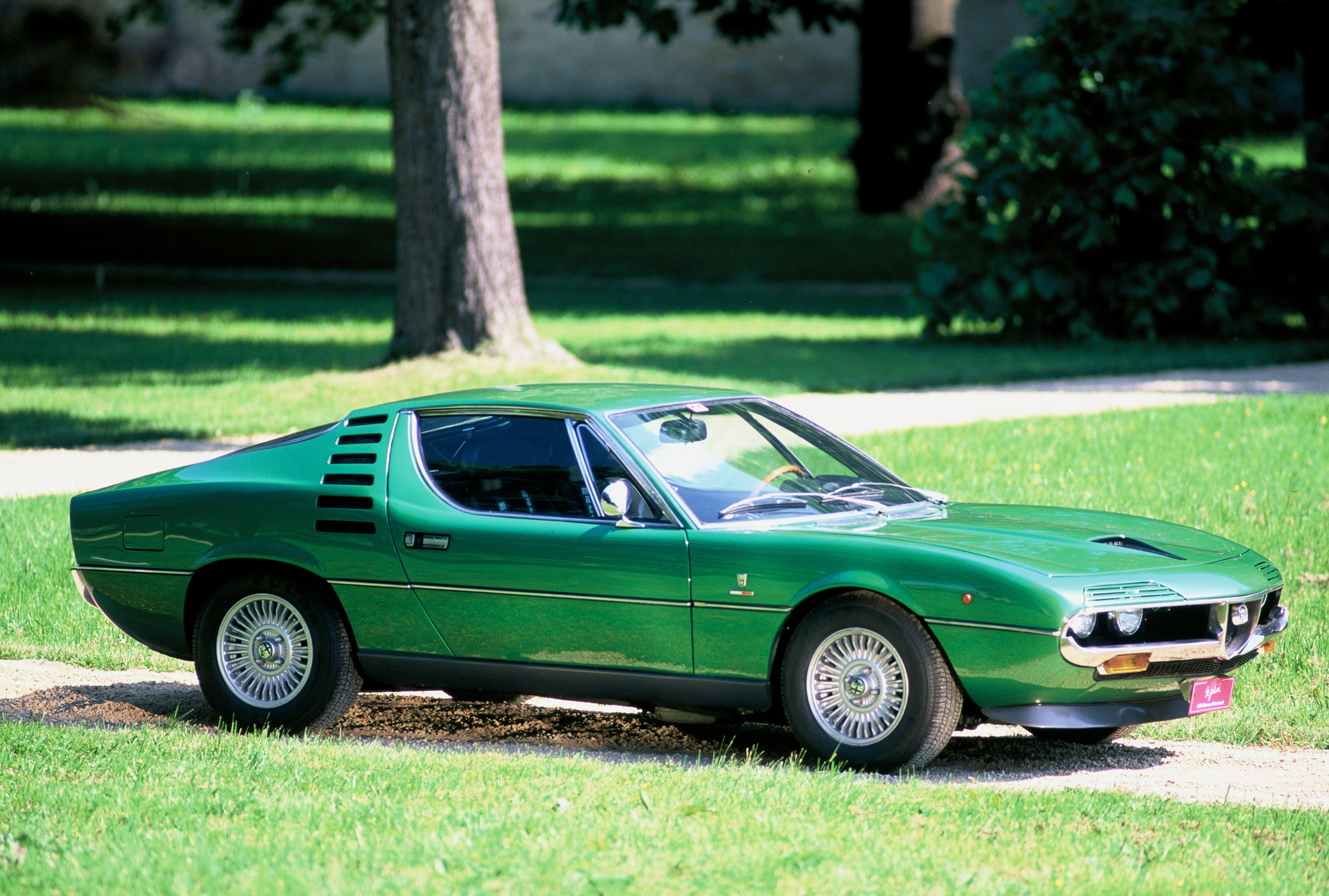 Alfa romeo bertone photo - 4