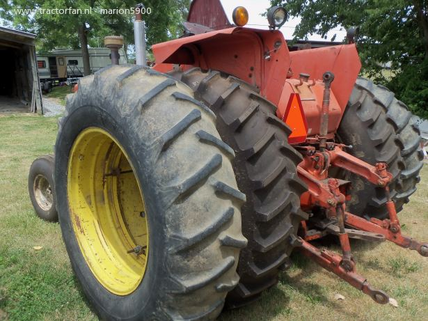 Allis-chalmers two-twenty photo - 2
