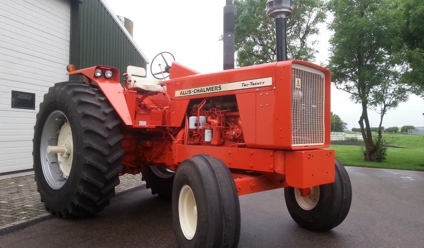 Allis-chalmers two-twenty photo - 3