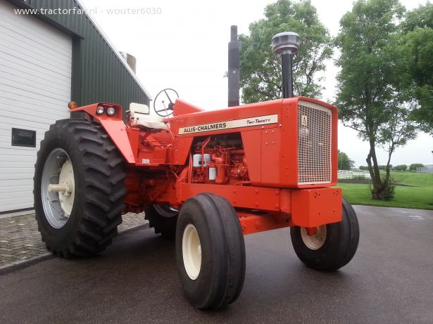 Allis-chalmers two-twenty photo - 4