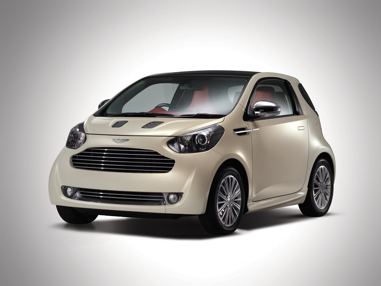 Aston martin cygnet photo - 1
