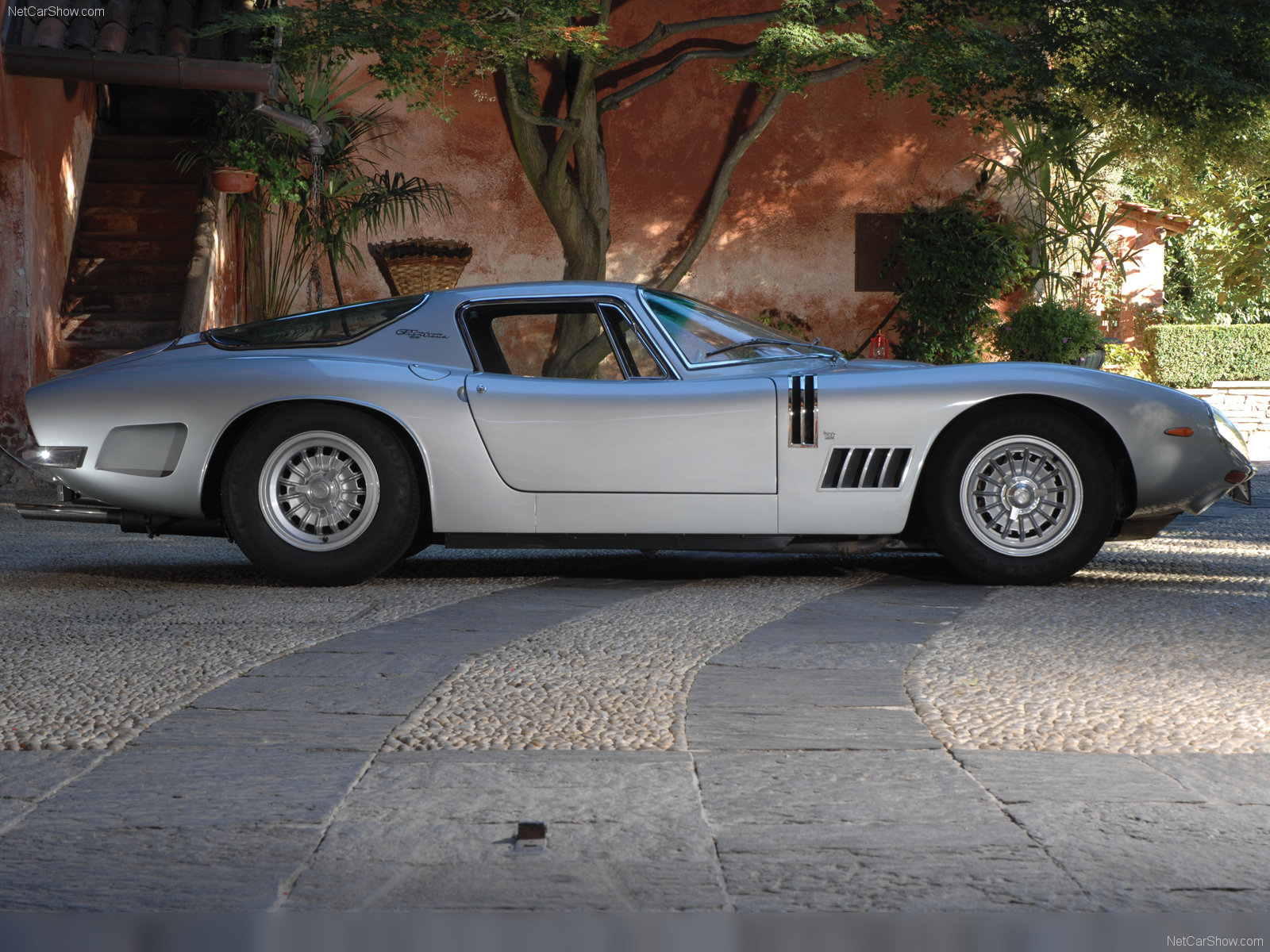 Bizzarrini gt photo - 4