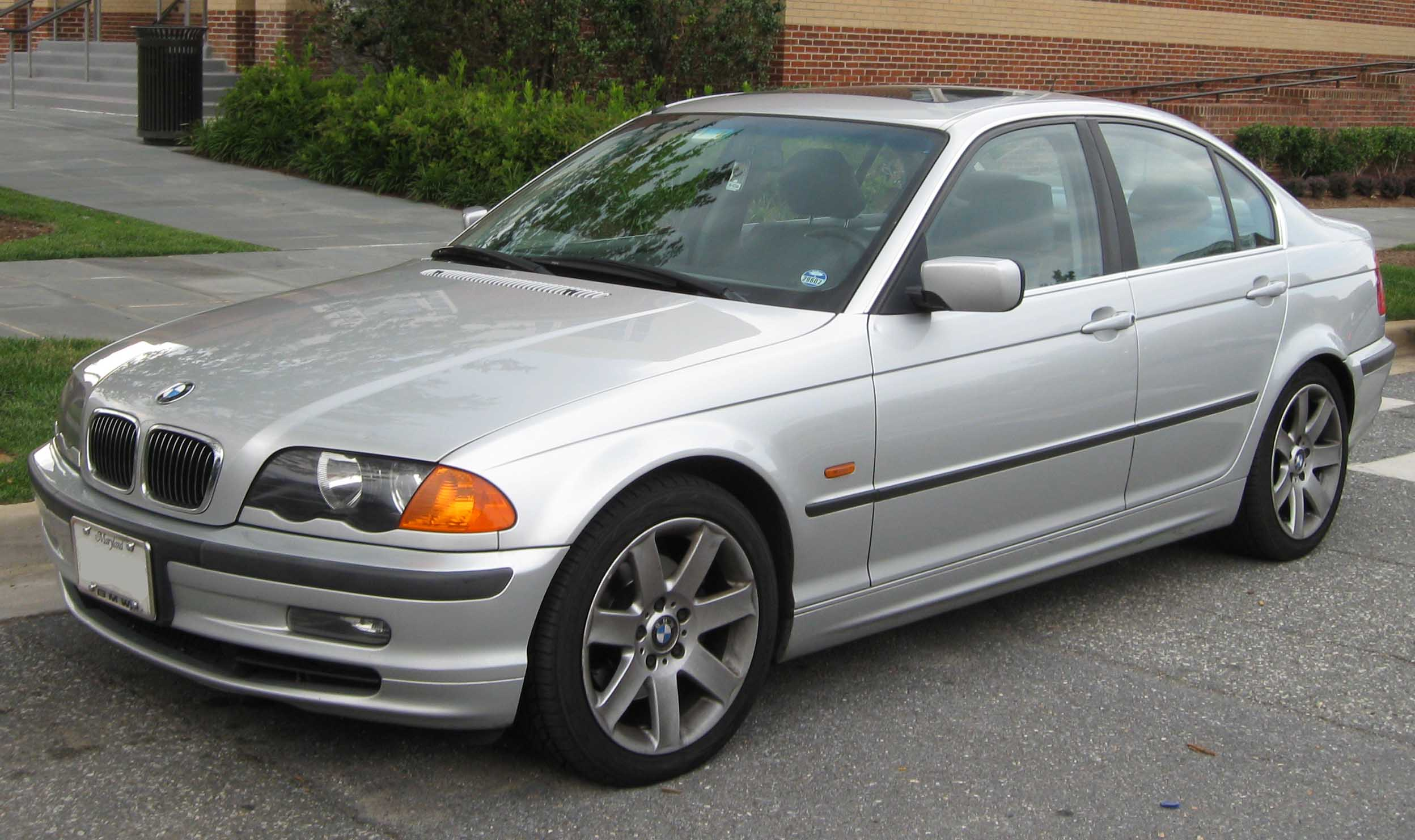 Bmw 3-series photo - 4