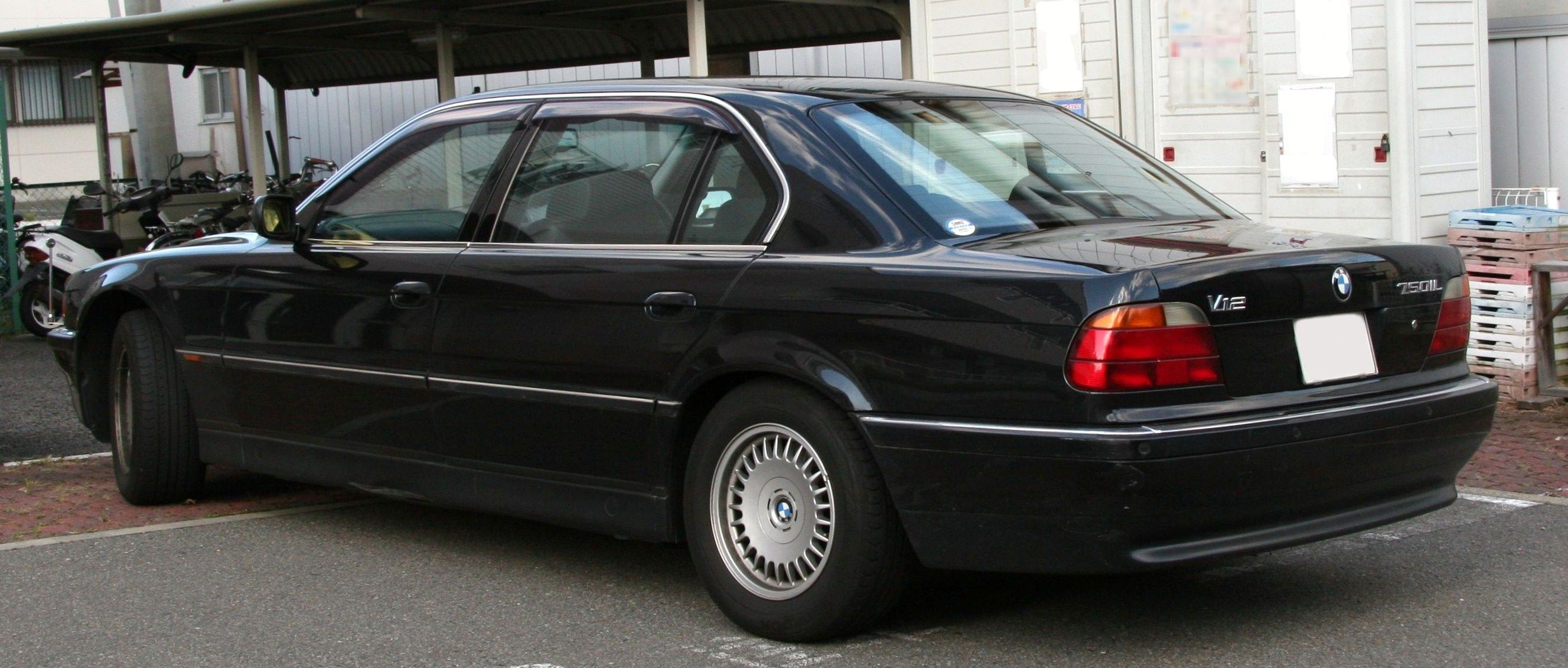 Bmw 750il photo - 1