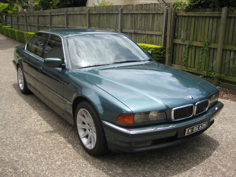 Bmw 750il photo - 2