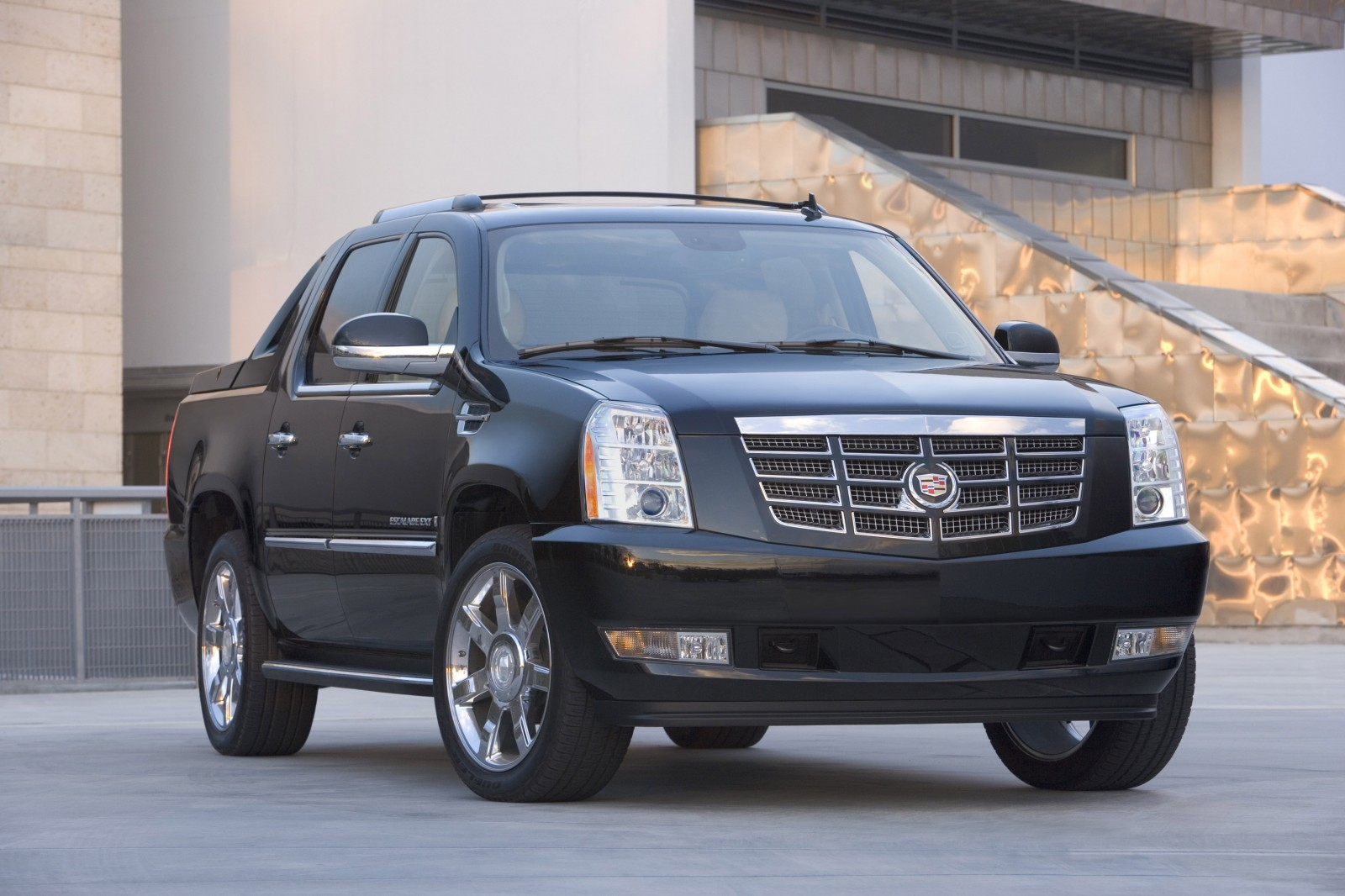 Cadillac escalade photo - 3