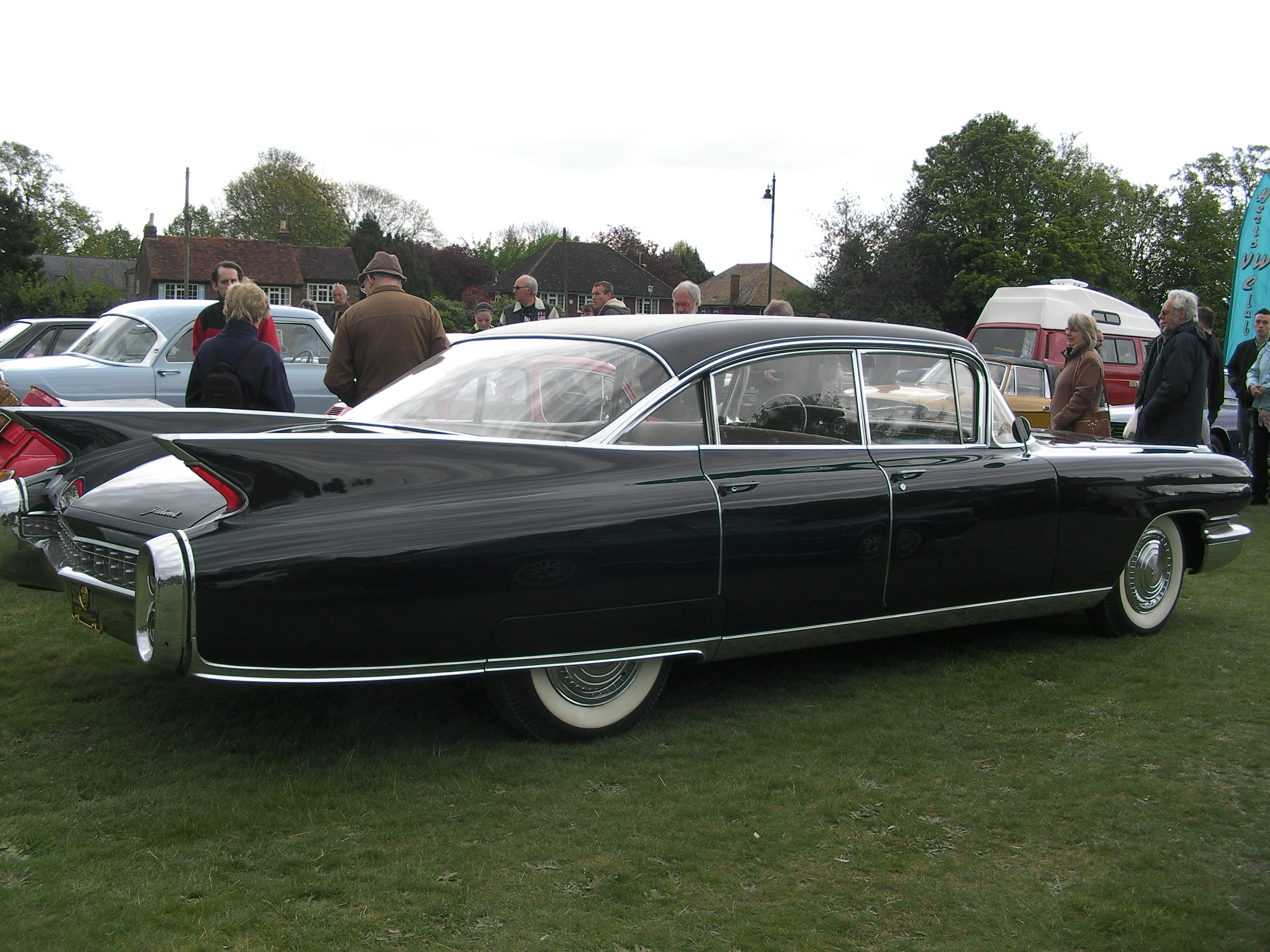 Cadillac fleetwood photo - 3