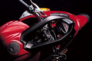 Cagiva v-raptor photo - 4
