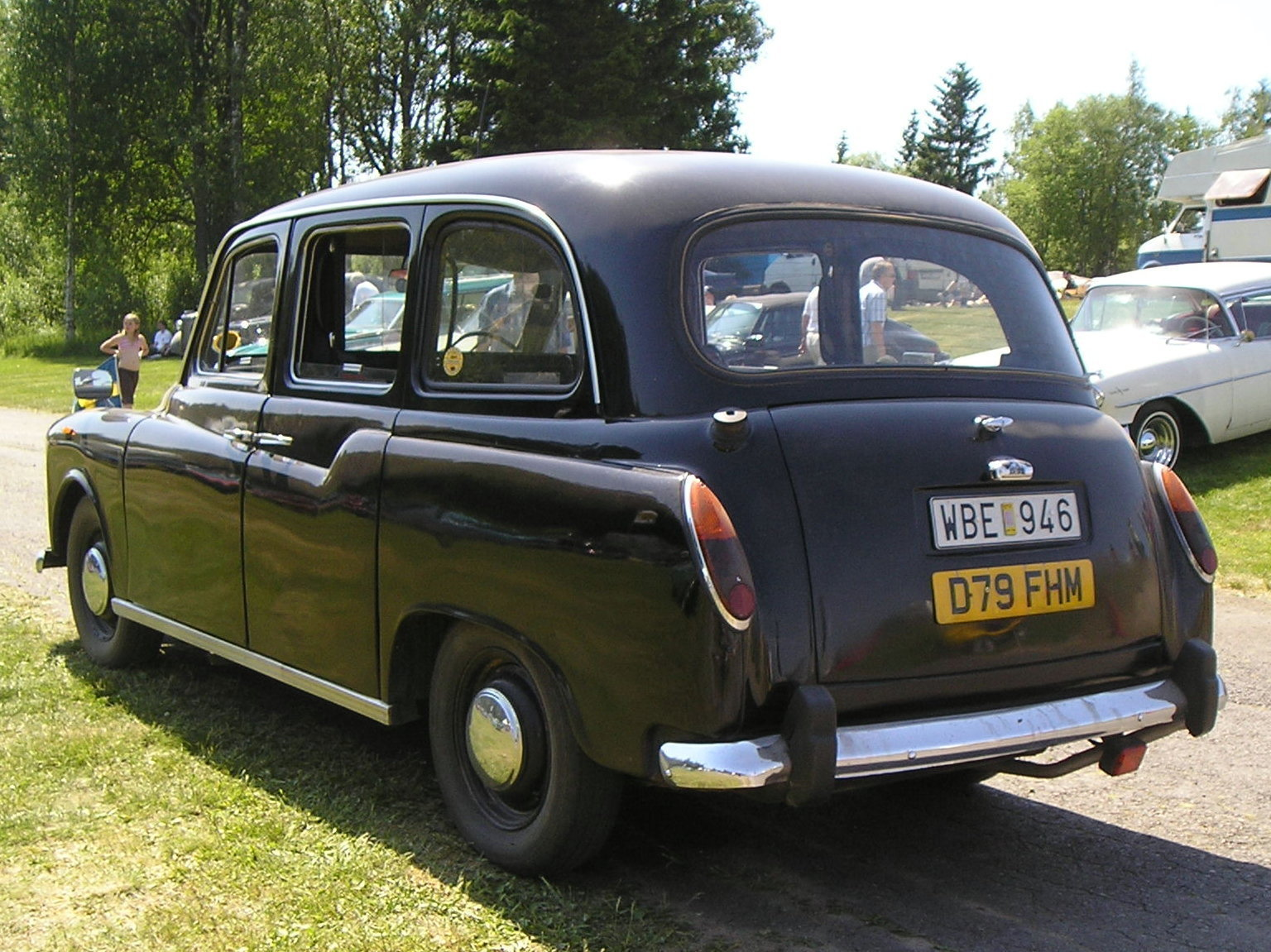 Carbodies taxi photo - 2