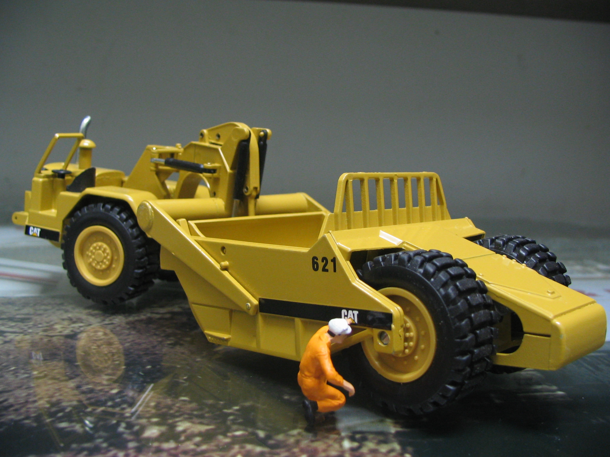 Caterpillar 621 photo - 2