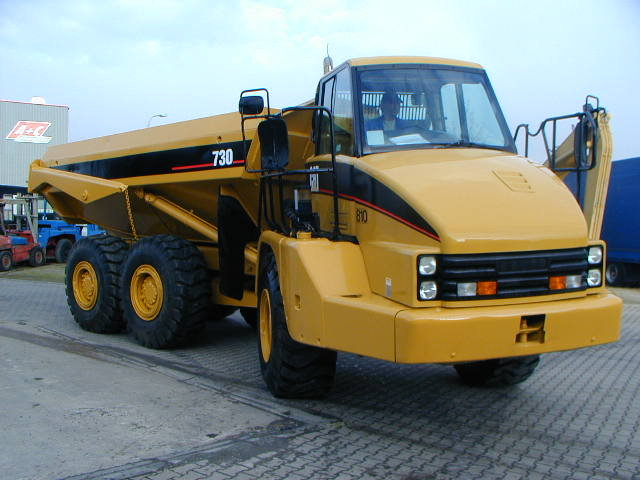 Caterpillar 730 photo - 1