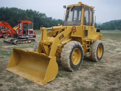 Caterpillar 910 photo - 1