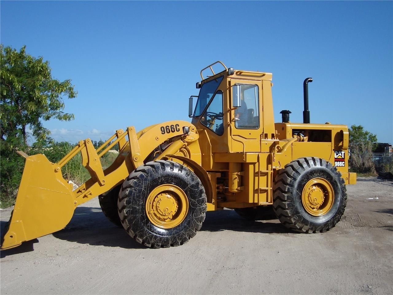 Caterpillar 966 photo - 1