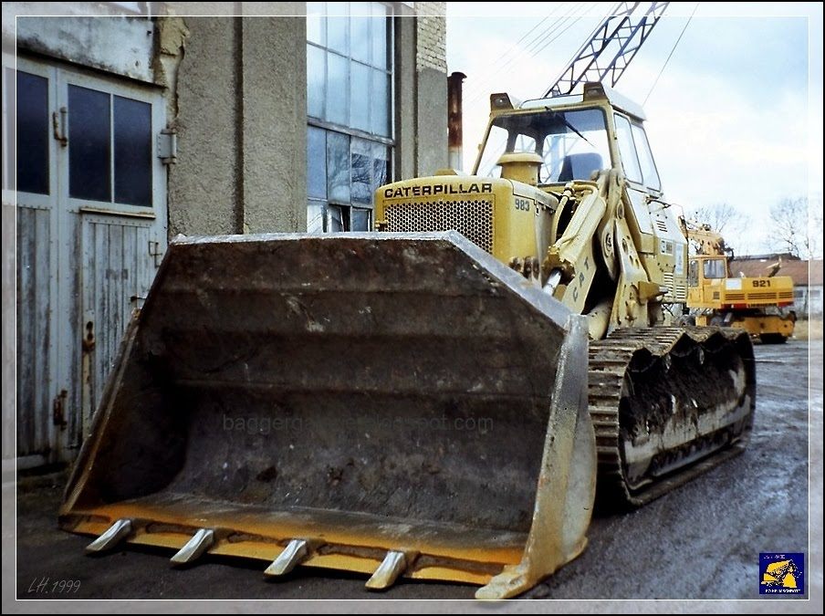 Caterpillar 983 photo - 2