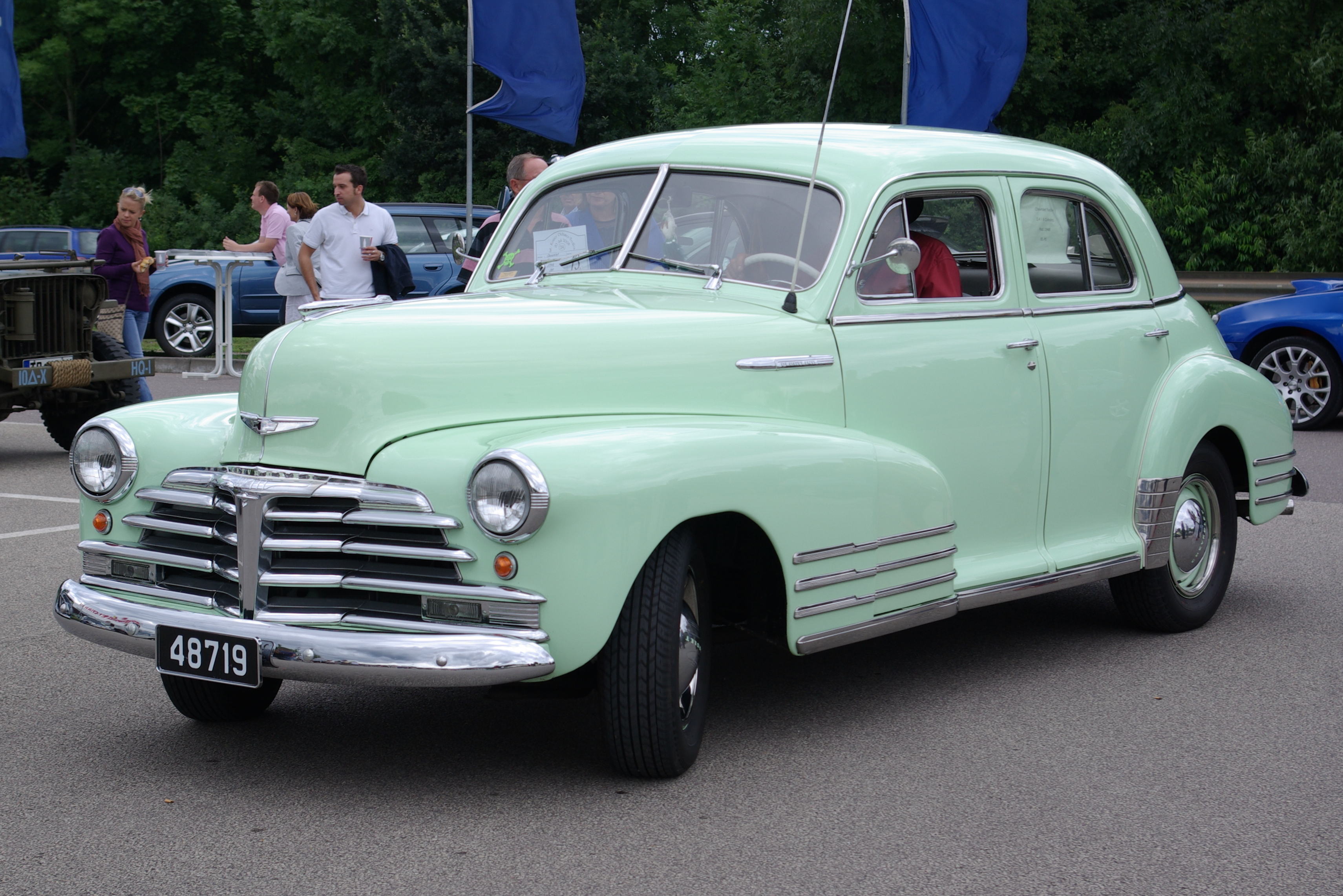 Chevrolet 2-door photo - 3