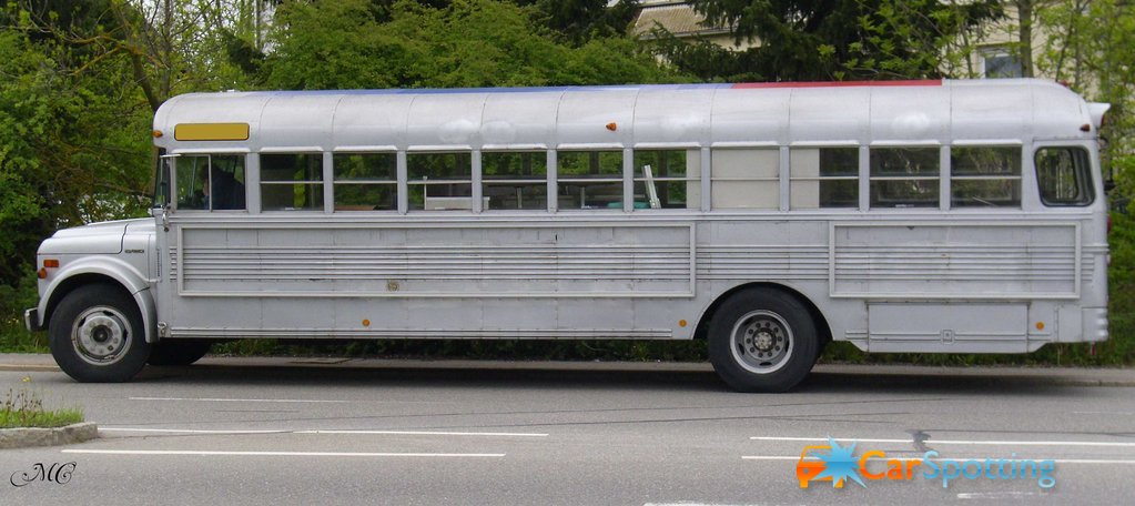 Chevrolet bus photo - 3