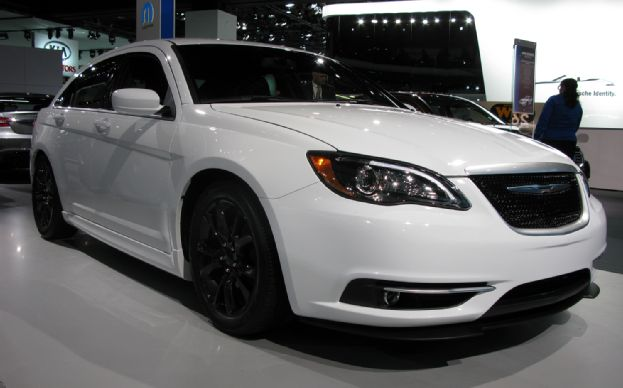 Chrysler 200c photo - 2