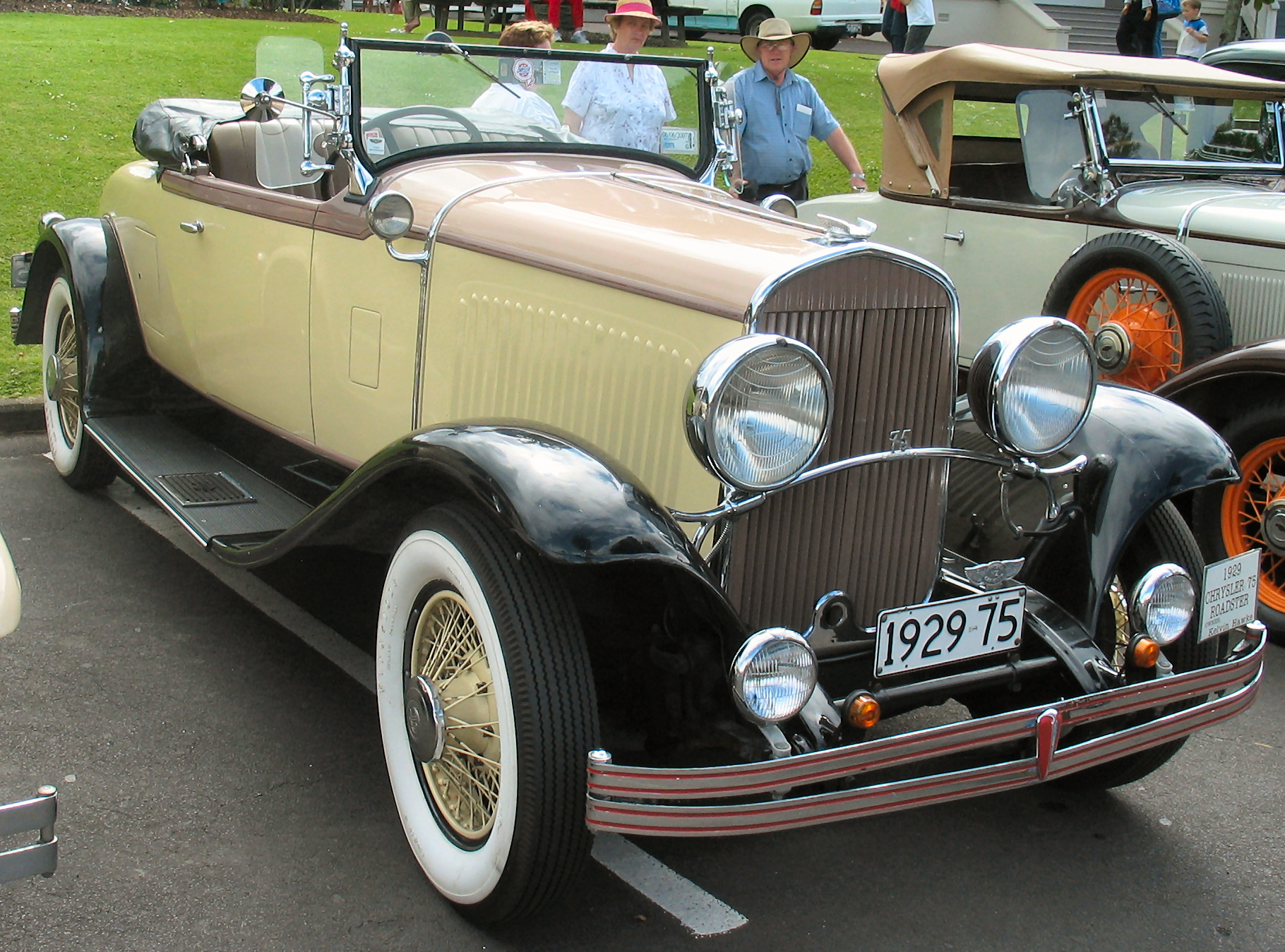 Chrysler 75 photo - 1