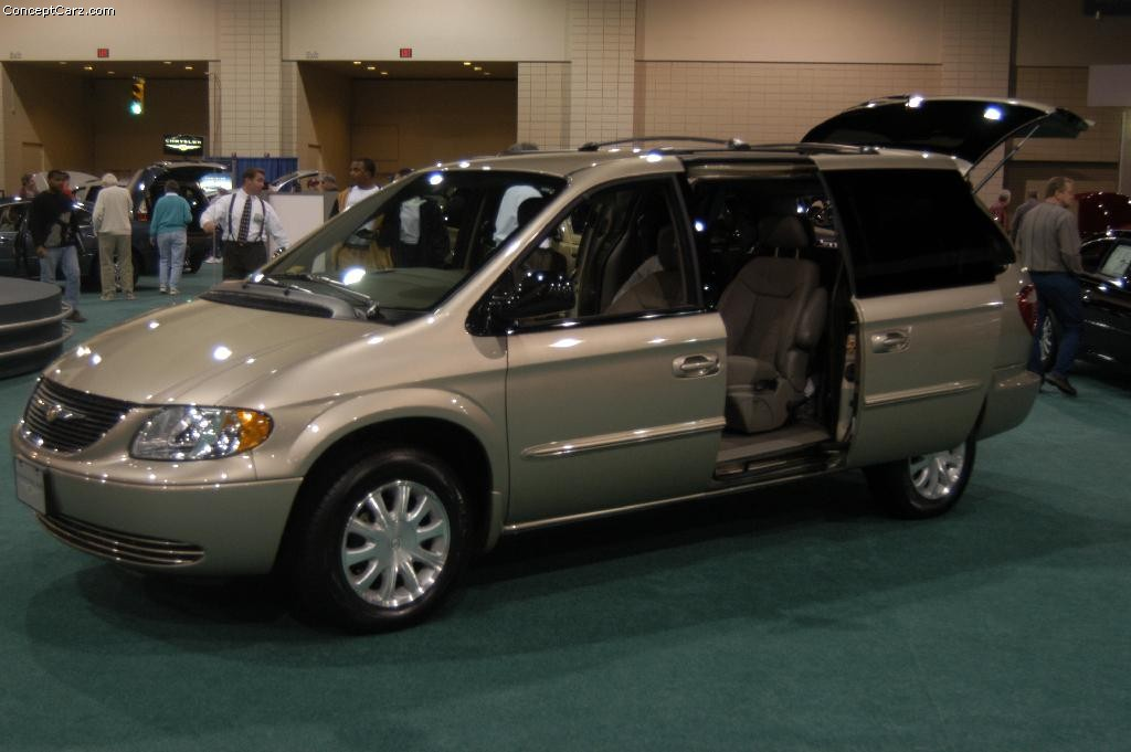 Chrysler town photo - 3