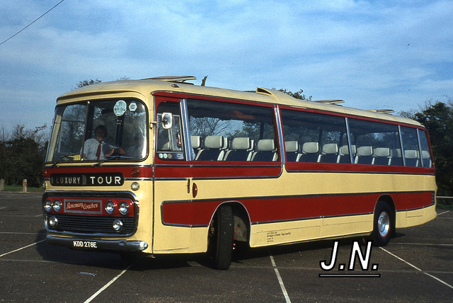 Daimler roadliner photo - 3