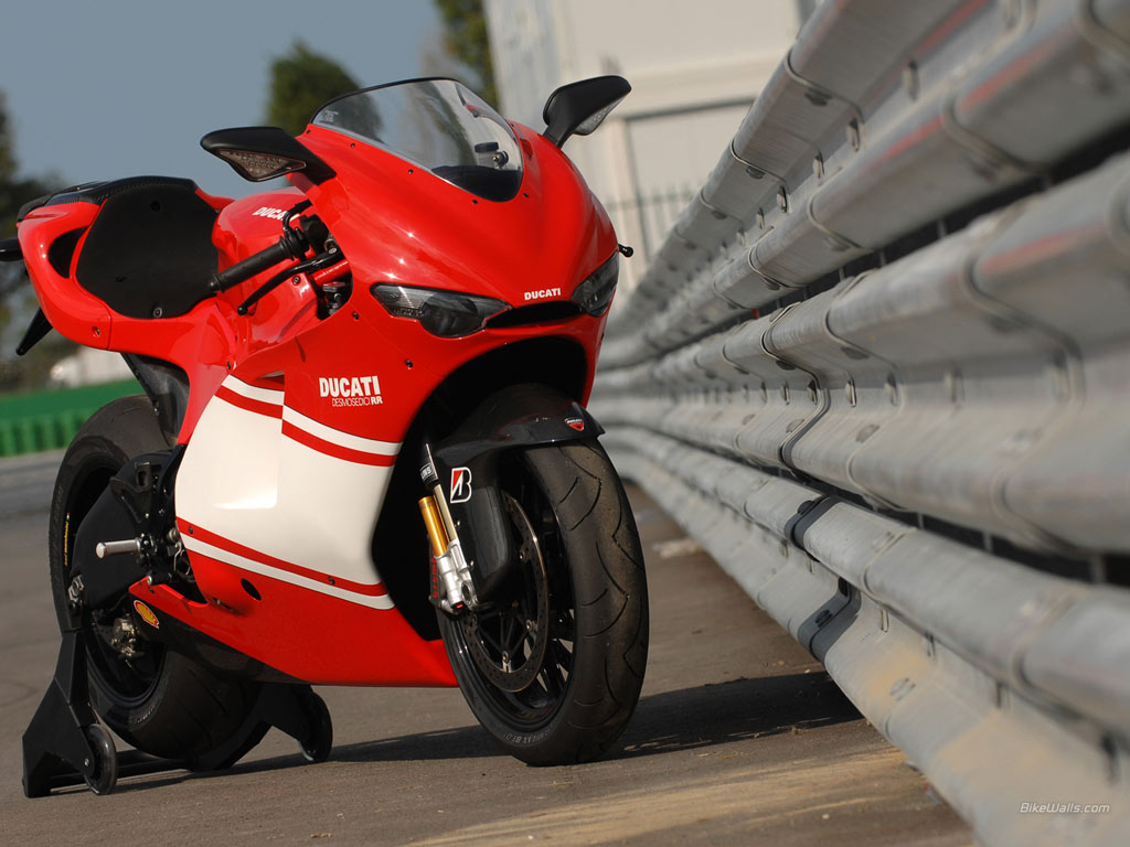 Ducati desmosedici photo - 4