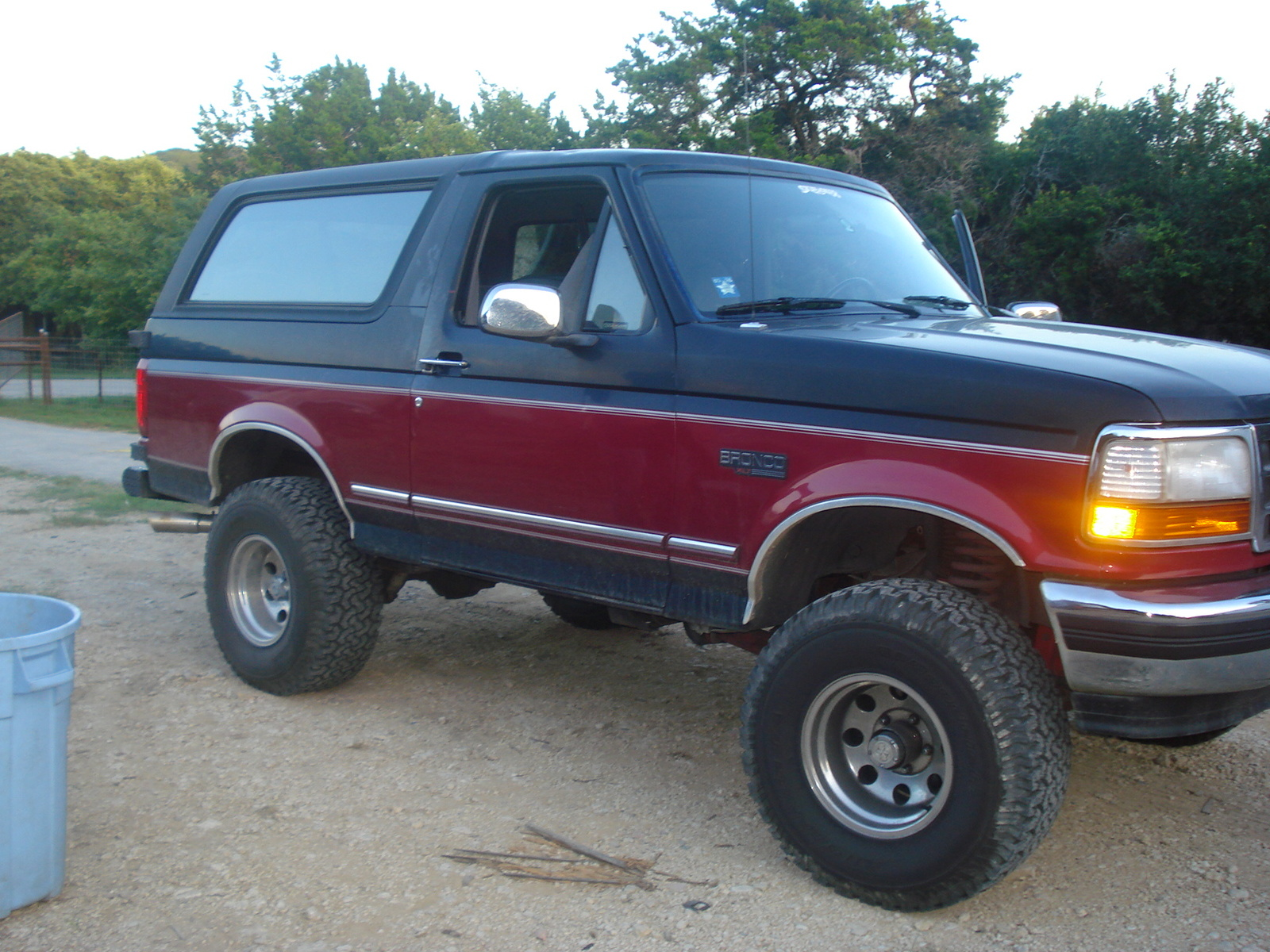 Ford bronco photo - 2