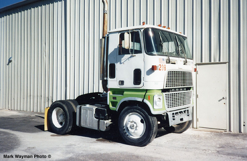 Ford cl9000 photo - 2