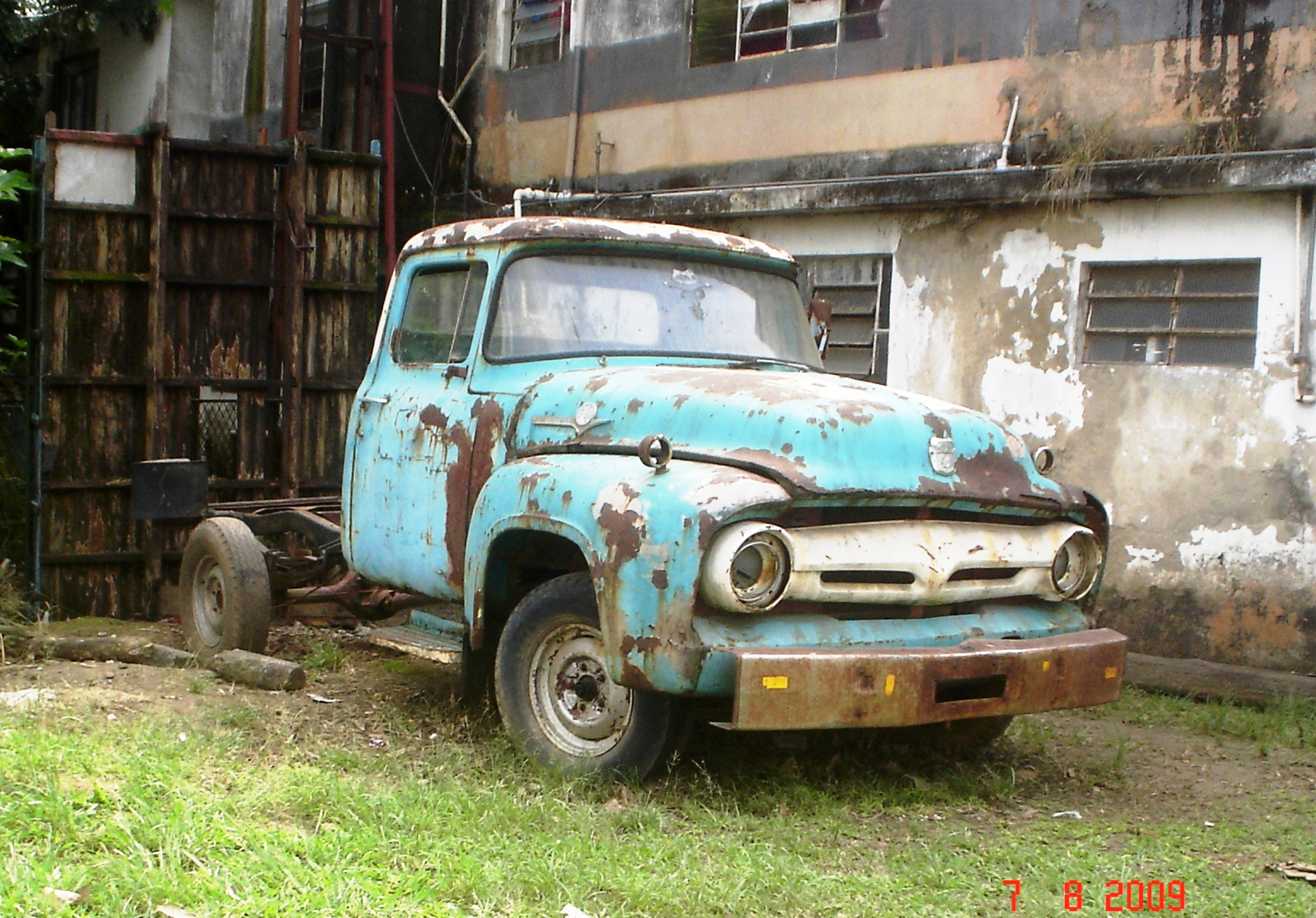 Ford f-600 photo - 2