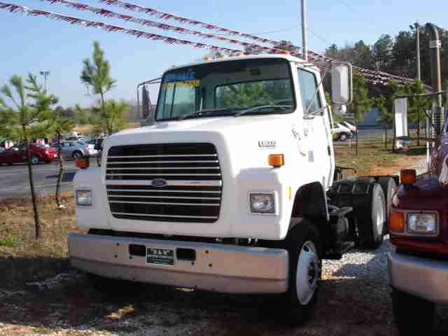 Ford l-8000 photo - 2
