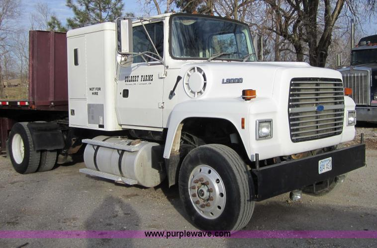 Ford l-9000 photo - 3