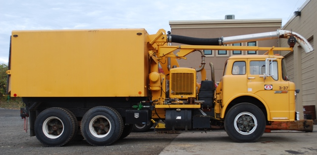 Ford l8000 photo - 3