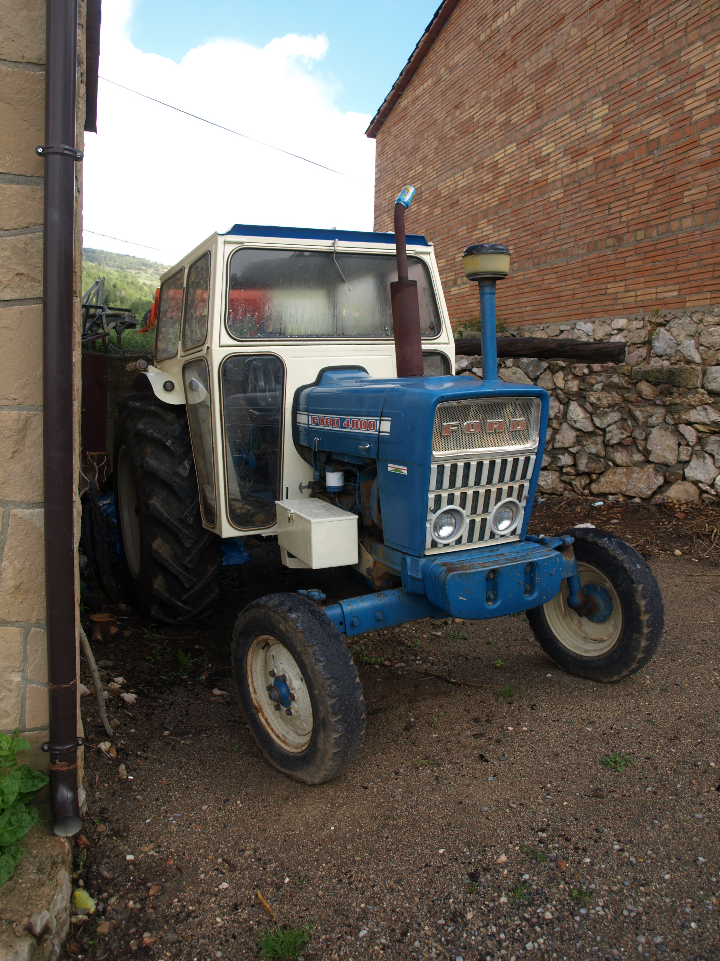 Ford tractor photo - 4
