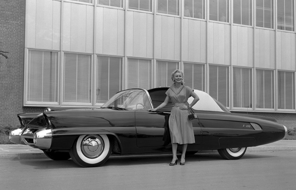 Ford x-100 photo - 3