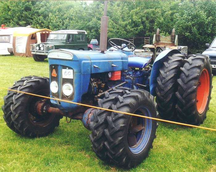 Fordson tractor photo - 3