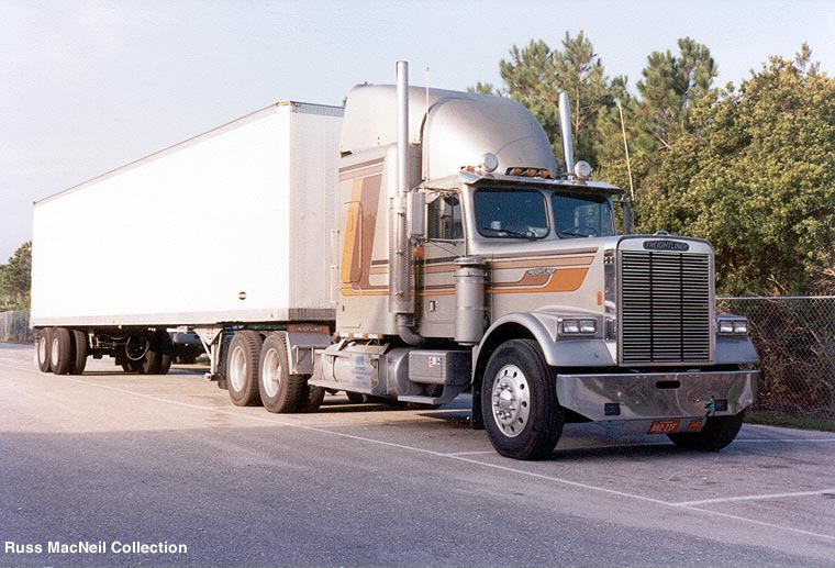 Freightliner conventional photo - 1