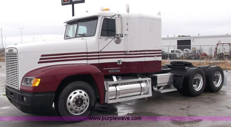 Freightliner conventional photo - 4