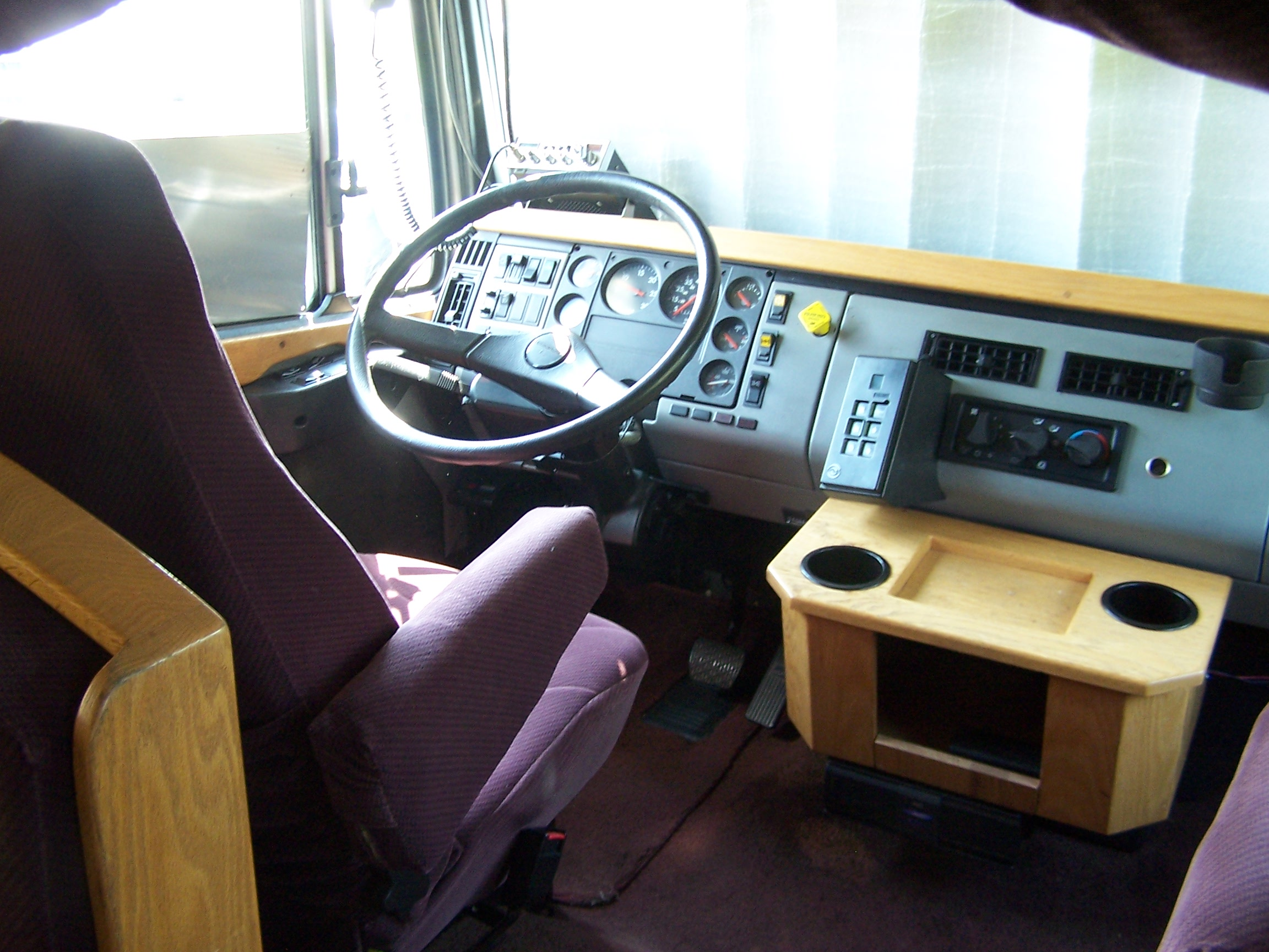 Freightliner fl70 photo - 1