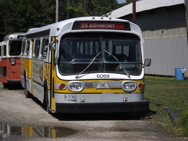 Gmc bus photo - 3