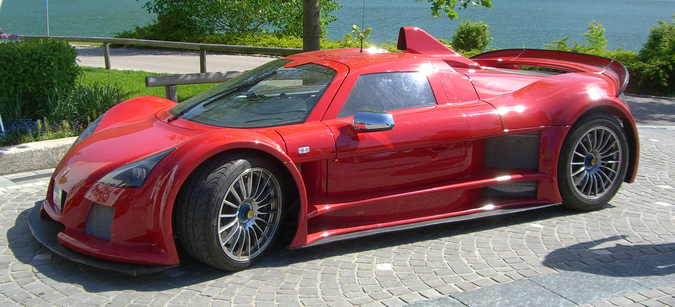 Gumpert apollo photo - 1