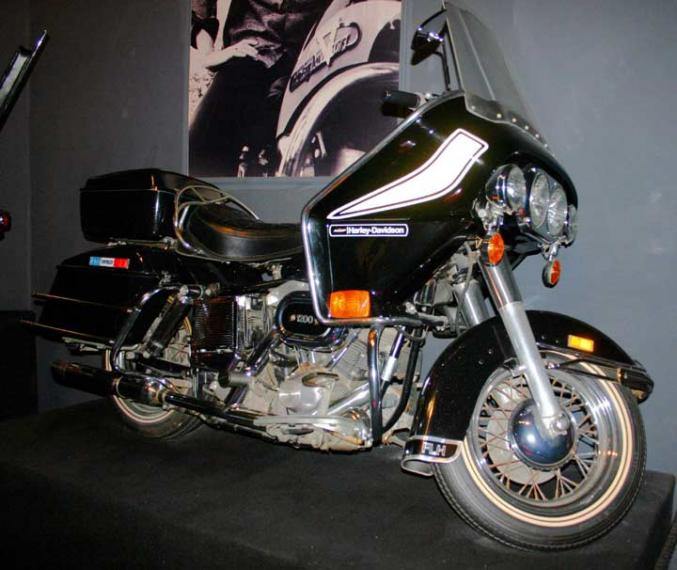 Harley-davidson flh photo - 3