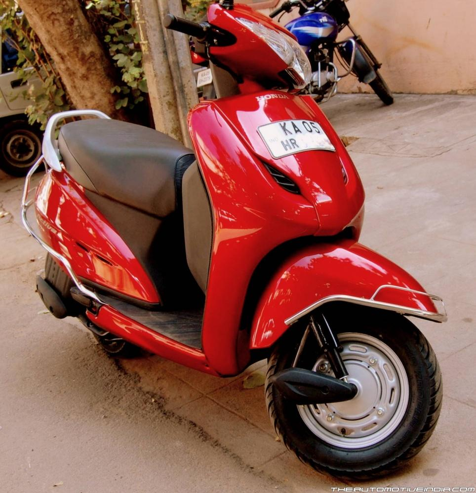 honda activa Honda activa 5g has been finally launched this comes in two variants - std and dlx the two variants have additional features the price starts at rs 52,460 (ex-showroom) the dlx will be more expensive the 5g stands for fifth generation, hence the name the activa 4g was introduced when bs-iv.