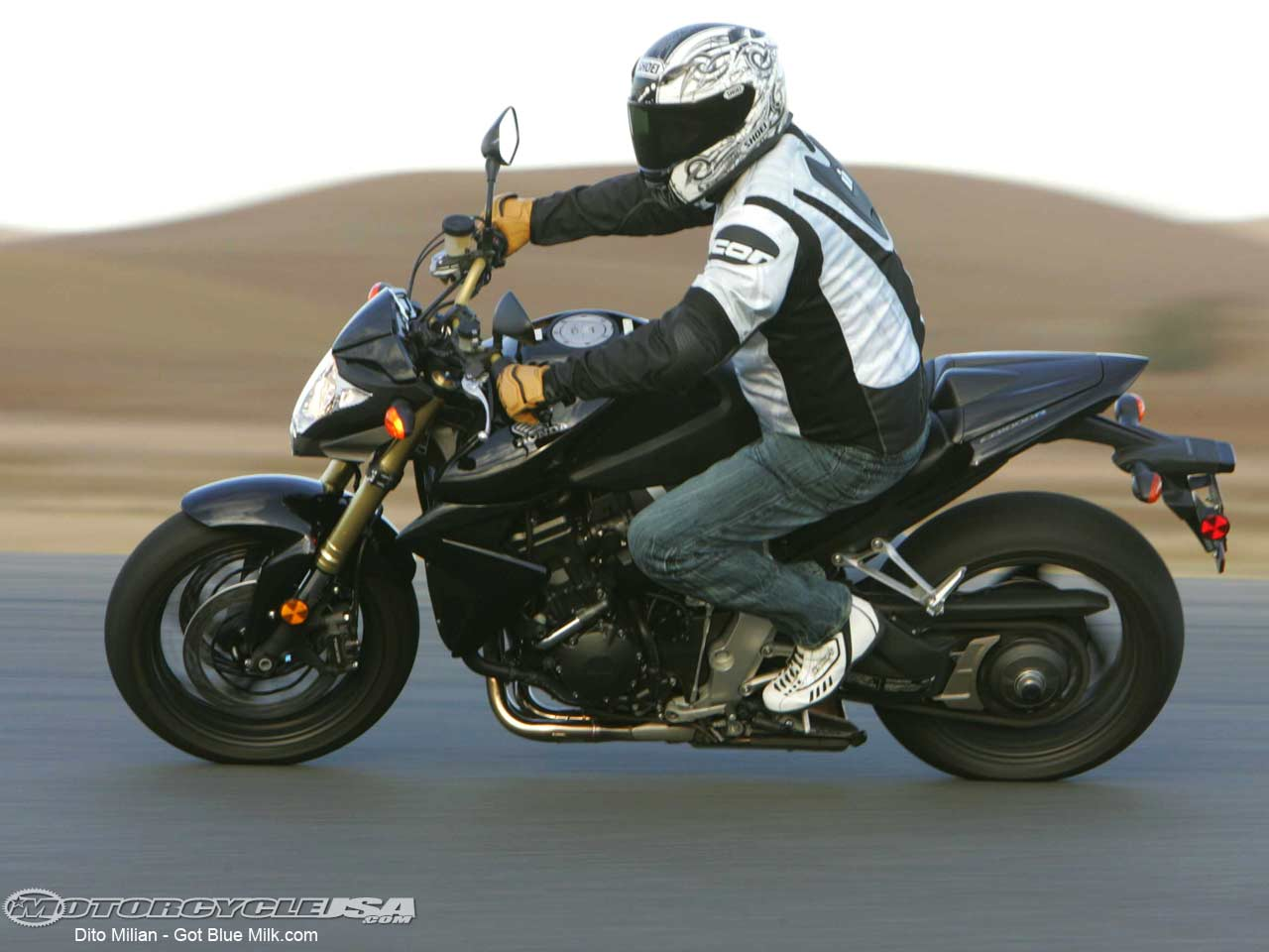 Honda cb1000r photo - 3