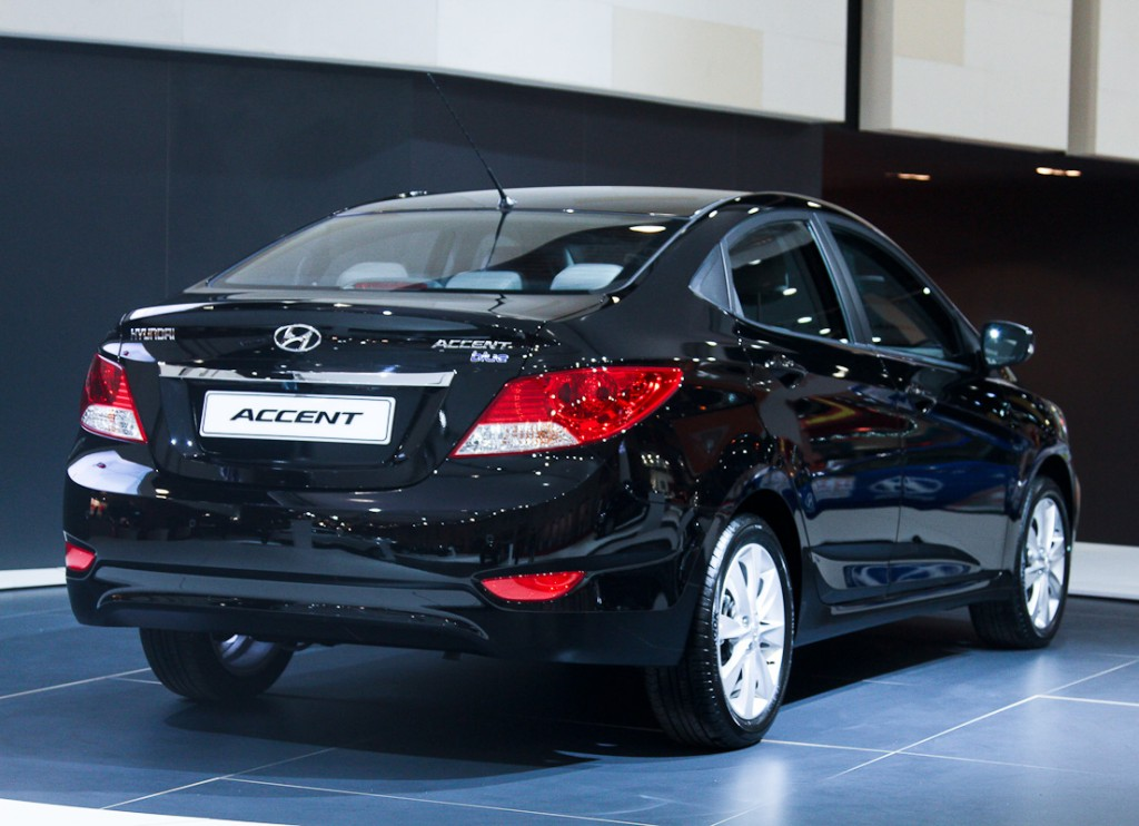 Hyundai accent photo - 3