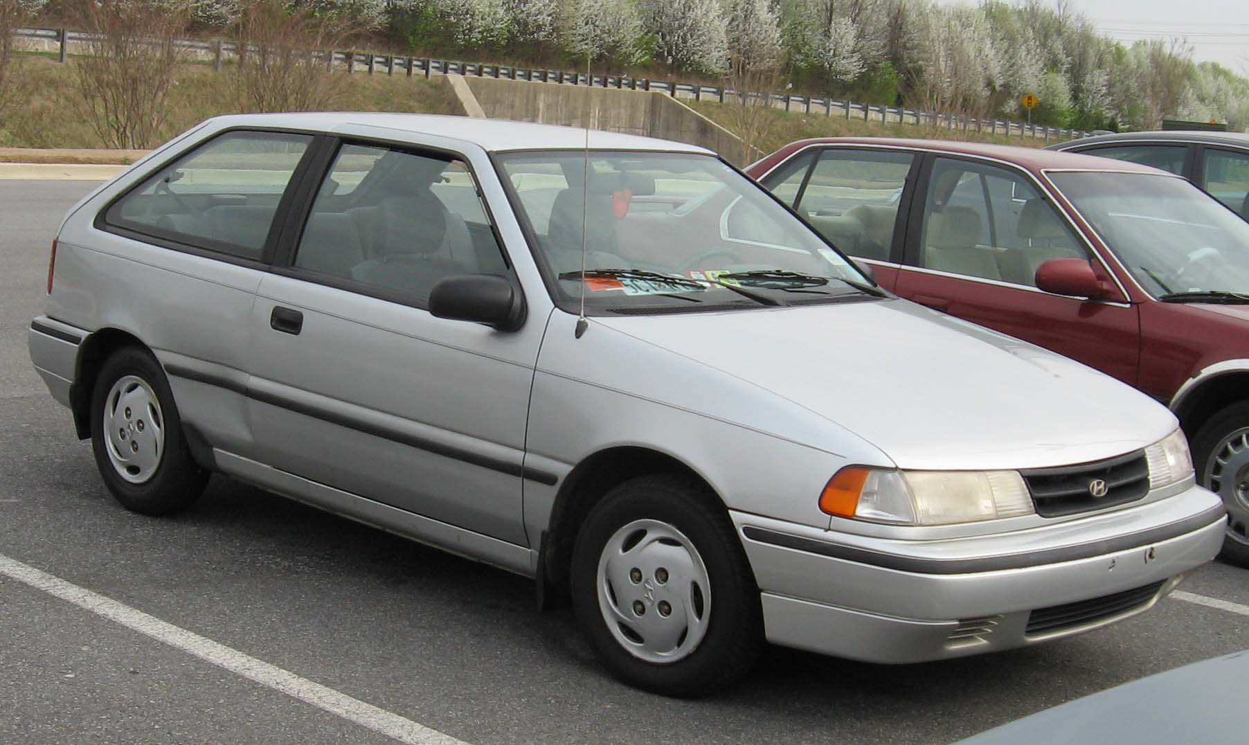 Hyundai excel photo - 1