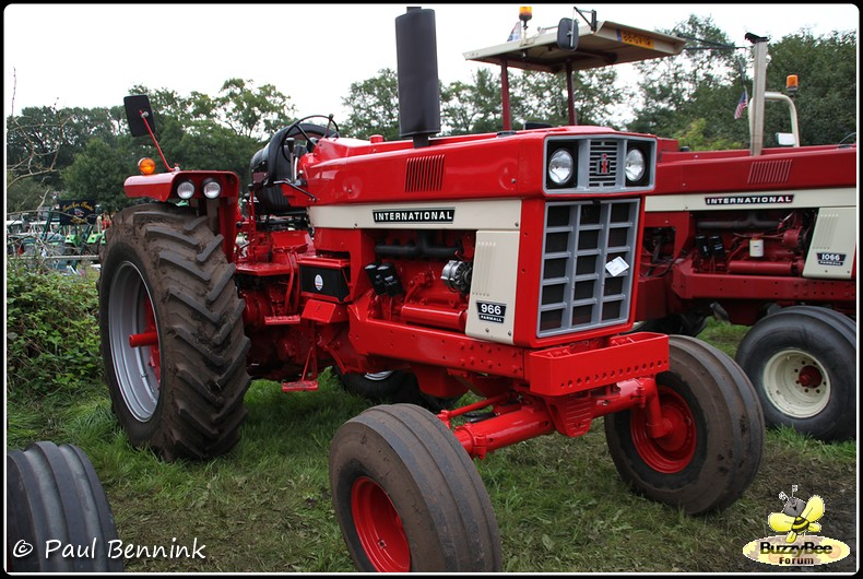 International harvester 966 photo - 2