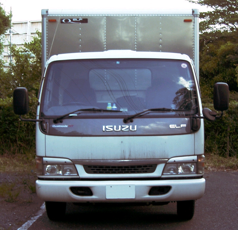 Isuzu elf photo - 3