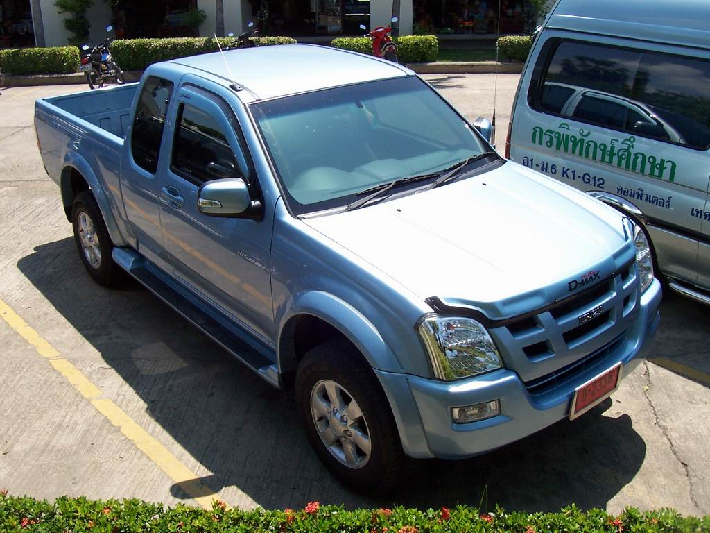Isuzu space-cab photo - 1